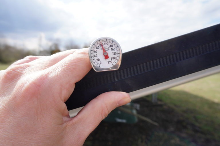 Read more about the article Do Solar Panels Get Hot?