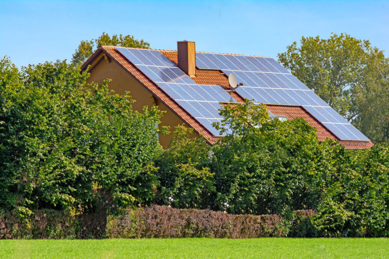 Read more about the article Off-Grid VS. Grid-Tied: Things That Might Surprise You!