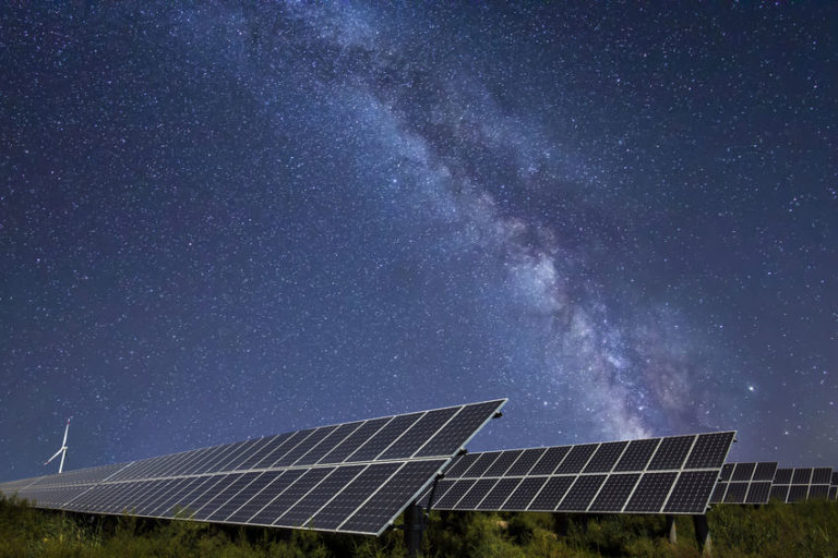 Read more about the article Do Solar Panels Work At Night?